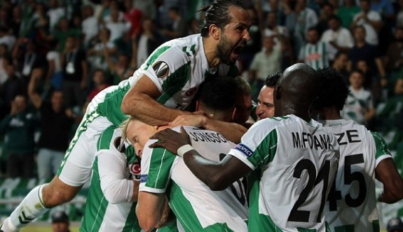 Atiker Konyaspor'dan tarihi galibiyet