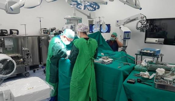 Girne Üniversitesi Hastanesi'nde önemli ameliyat