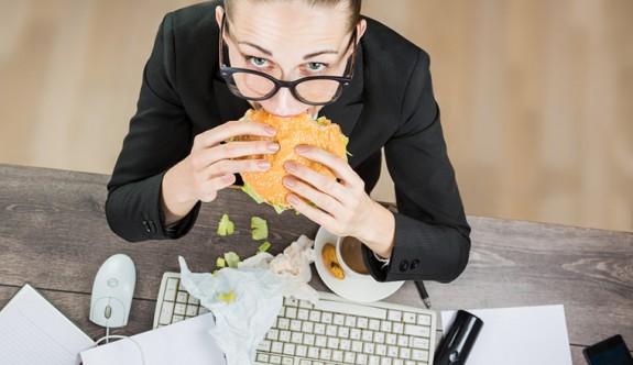 İş yerinde kilo almanızın 5 sebebi