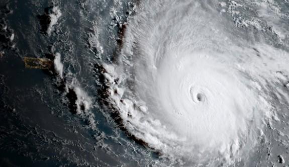 Korkulan oldu! Irma Kasırgası kıyıya ulaştı...