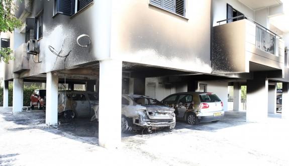 Kundaklanan apartman boşaltıldı