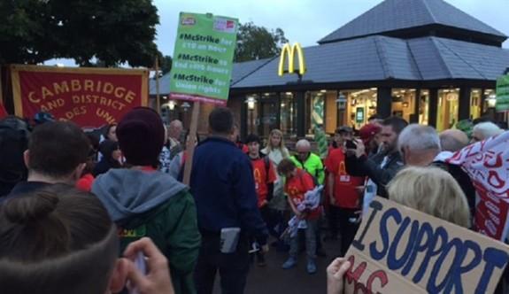 McDonalds şubesinin çalışanları greve gitti