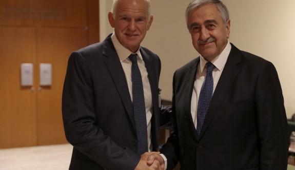 Papandreu'dan Rum siyasetçilere: Sizinki sahte milliyetçilik