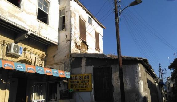 Tarihi binalar bakım bekliyor