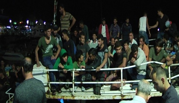 Yüzlerce mülteci yakalandı