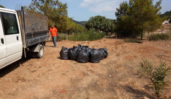 150 büyük çöp poşeti çöp toplandı
