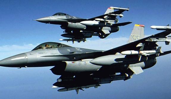 1 Ekim kutlamalarında F -16'lar uçtu