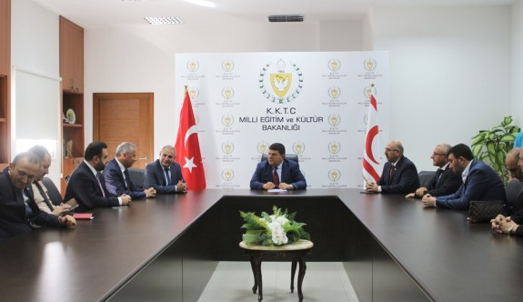 AKP'li milltetvekilinden Eğitim Bakanlığı'na ziyaret