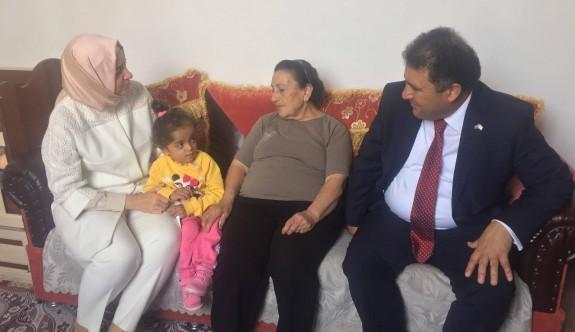 Bakan Sayan, Çağlayan'da vatandaşlarla buluştu