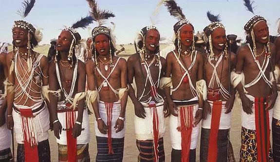 Erkeklerin Kadınlar İçin SüslendiğiKabile:Wodaabe