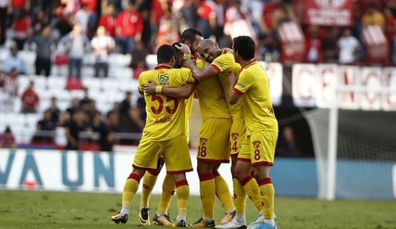Göztepe Antalyaspor'u deplasmanda yıktı
