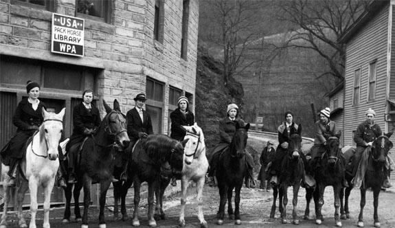 İnsanlara Kitap Ulaştırabilmek İçin At Sırtında Yola Çıkan Kadınların Öyküsü