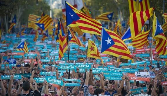 Katalonya'nın bağımsızlığı askıya alındı