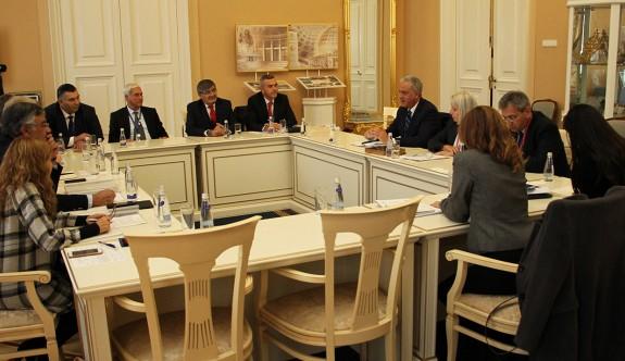Kıbrıslı Türk ve Rum milletvekilleri yuvarlak masa toplantısı yaptı