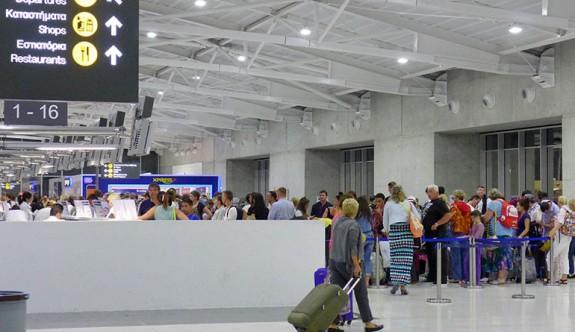 Larnaka ve Baf Havalimanlarında sıkı yönetim
