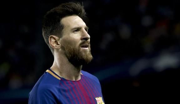"""Messi, """"100'ler kulübünde"""""""