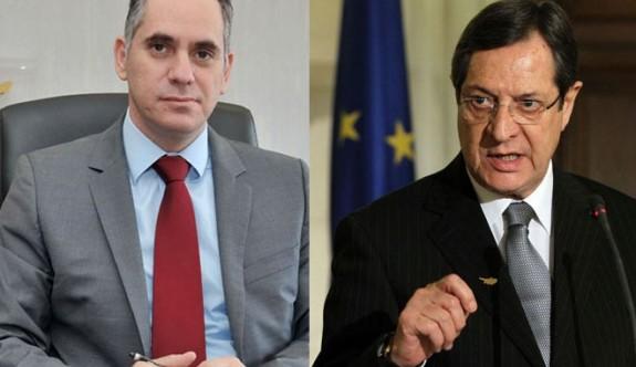 Nikos Papadopulos'un silahı müzakere belgeleri