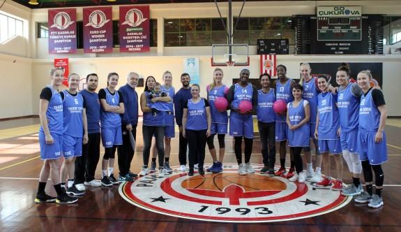 YDÜ Kadın Basketbol Takımı, meme kanserine dikkat çekti
