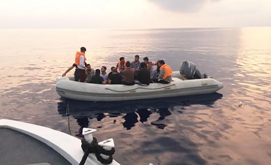 Yeni Erenköy açıklarında 24 mülteci yakalandı