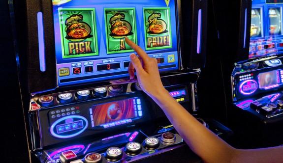 15 yaşındaki gençler kumar oynuyor