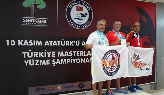 Atatürk'ün anısına, madalyaları topladılar
