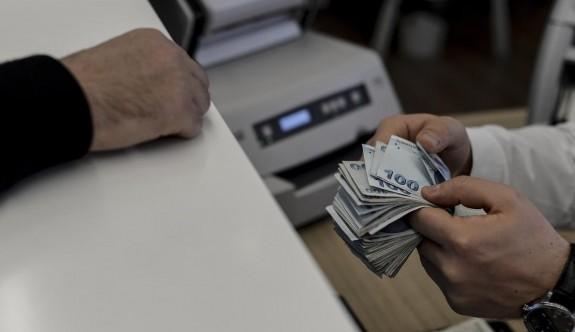 Bankalarda mevduatlar artıyor, alacaklar da artıyor