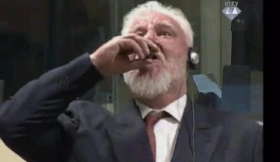 Bosna'da savaş suçu işleyen general duruşmada zehir içti