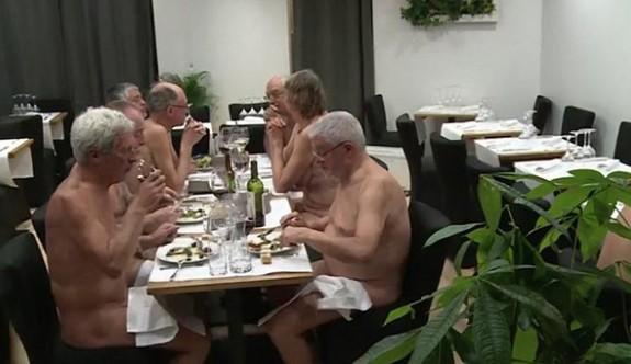 Bu restoranta yalnız çıplaklar girebiliyor