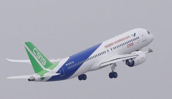 Çin'in ürettiği yolcu uçağı ilk uzun mesafeli uçuşunu yaptı