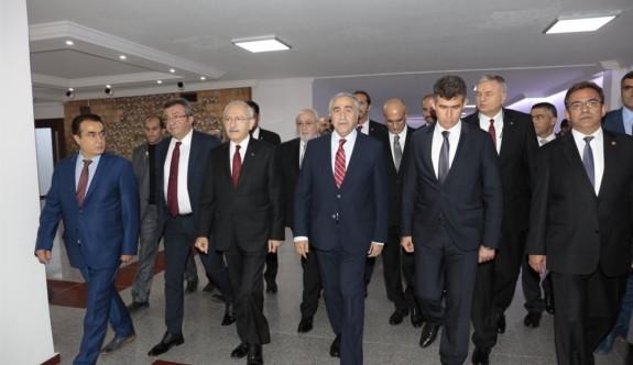 Cumhurbaşkanı Akıncı'dan Baykal'a ziyaret
