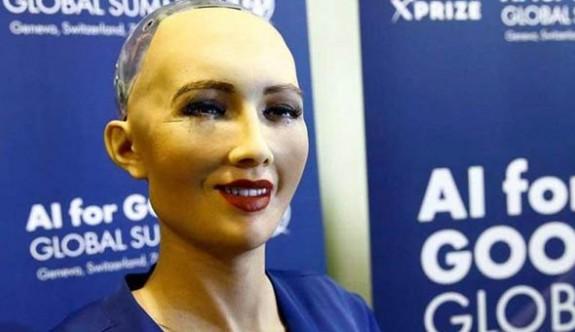 Dünyanın ilk vatandaş robotu Sophia aile kurmak istiyor