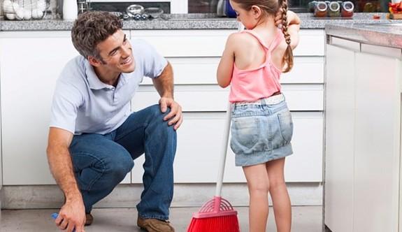 """""""Ev tozu alerjisinden korunmak için haftada 3 kez evinizi süpürün"""""""