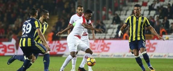 Fener, Antalya'dan mutlu döndü