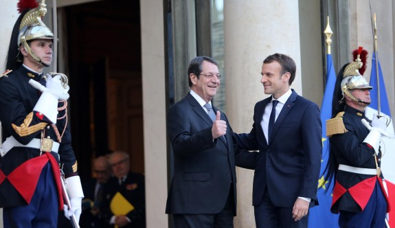 Fransa'ya üs teklifi