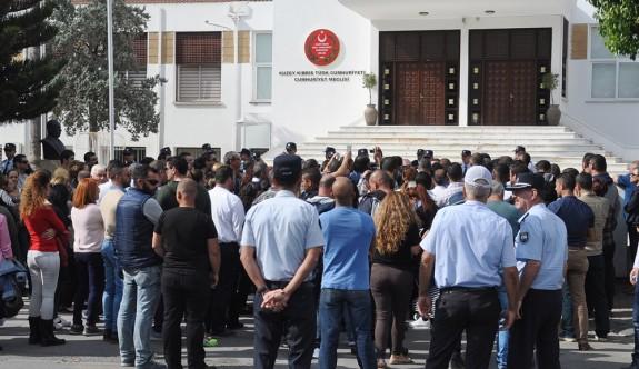Geçicilerin kadrolanması için Meclis önündeydi