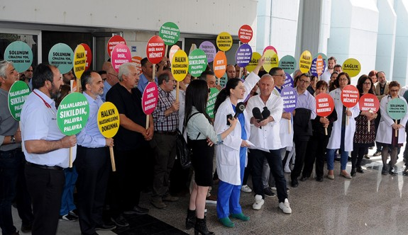 Hekimlerin iş bırakma eylemi sürüyor