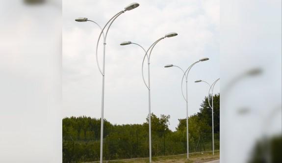Kavşaklara aydınlatma lambaları şart