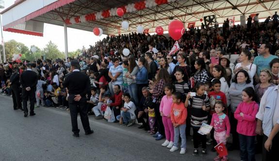 Lefkoşa'da, Dr. Fazıl Küçük Bulvarı'nda coşkulu tören