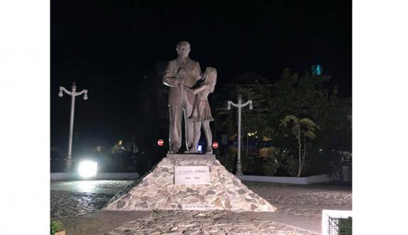 Liderimizin heykeli unutuldu