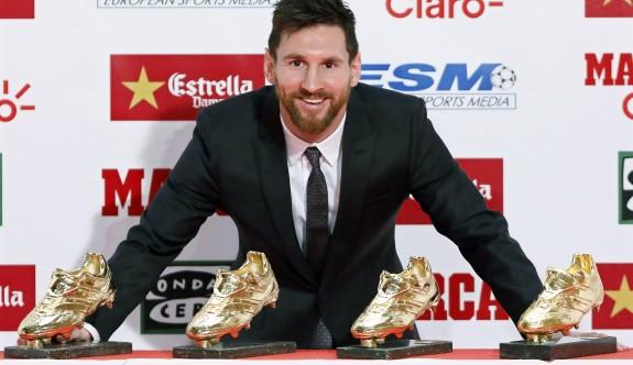 Messi, koleksiyonuna bir ayakkabı daha ekledi