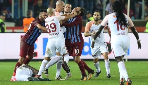 Olcay Şahan ve Feghouli'ye 3 maç ceza