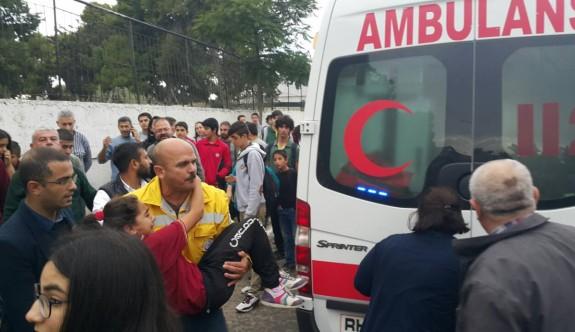 Taksici, iki öğrenciye çarptı