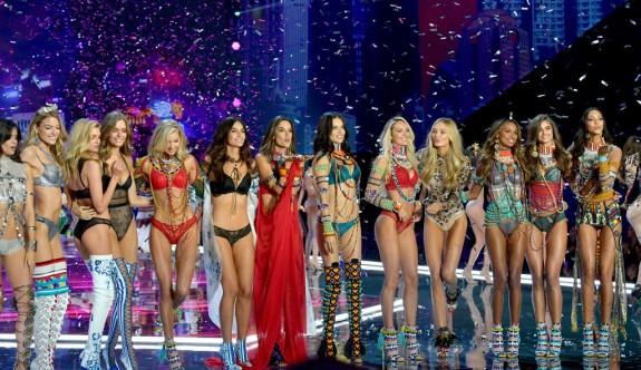 Victoria's Secret melekleri yine büyüledi