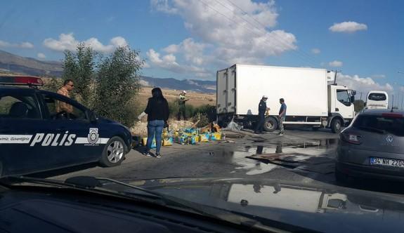 Yola dökülen yemeklik yağlar trafiği kilitledi
