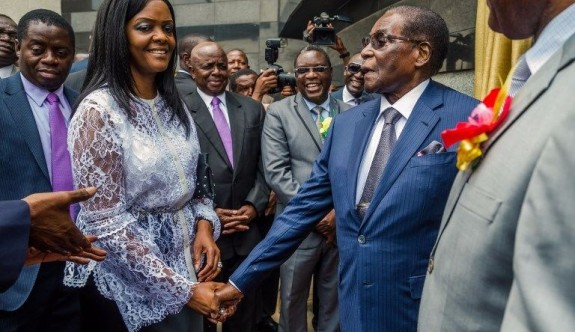 Zimbabve'de ordu First Lady Grace Mugabe'yi mi hedef aldı?