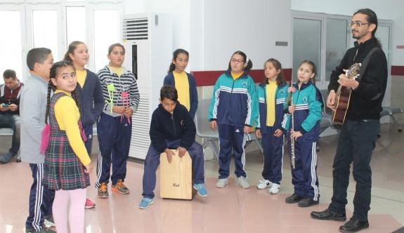 Dörtyol İlkokulu'ndan hastalara yeni yıl sürprizi