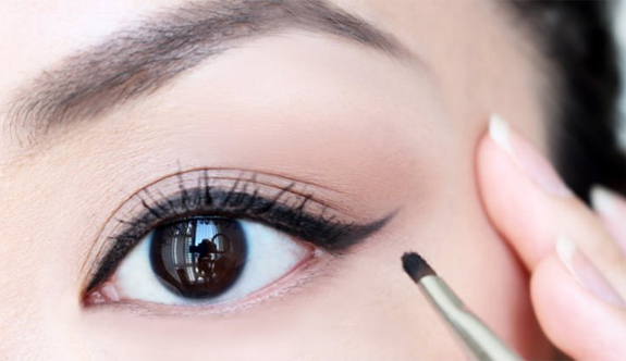 Eyeliner'ın kötü görünmesinin 6 nedeni
