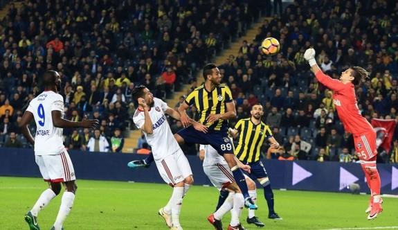 Fenerbahçe zirveye göz kırptı