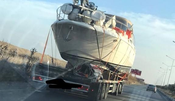 """""""Gemi denizde mi yoksa yolda mı gitmeli"""""""