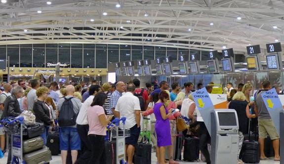 Güney'de havalimanlarında rekor yolcu gelişi